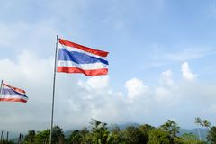 Tajlandia paskował flaga na nieba tle obrazy royalty free
