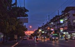 Tajlandia, Pattaya, 27,06,2017 Evening ulic i samochody na ro, Zdjęcia Royalty Free