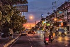 Tajlandia, Pattaya, 27,06,2017 Evening ulic i samochody na ro, Obraz Royalty Free