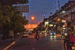 Tajlandia, Pattaya, 27,06,2017 Evening ulic i samochody na ro, Zdjęcie Royalty Free