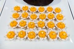 Tajlandzcy desery & x22; Złoty Crown& x22; lub & x22; Kanom Ja Mong Kut& x22; robić w koh obrazy royalty free