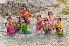Tajlandzcy dzieci ma zabawę w rzece Zdjęcie Royalty Free