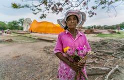 Tajlandzcy kobiety sprzedawania kwiaty Fotografia Royalty Free