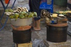 Tajlandzcy ludzie gotuje tajlandzkiego jedzenia i przekąski tajlandzkiego styl Fotografia Royalty Free