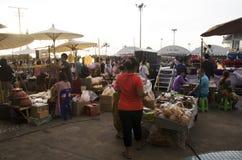 Tajlandzcy ludzie i zakupy jedzenie w tradycyjnej kulturze tajlandzkiej podróżują Zdjęcie Stock