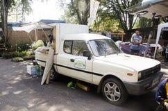 Tajlandzcy ludzie na lokalnej jedzenie ciężarówki sprzedaży tajlandzkim stylowym jedzeniu dla podróżników Zdjęcie Royalty Free