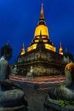 Tajlandzcy ludzie przychodzący dla chodzić wokoło dla one modlą się Obrazy Stock