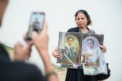 Tajlandzcy ludzie rozpaczają nad upadkiem królewiątko Rama9 Obrazy Stock