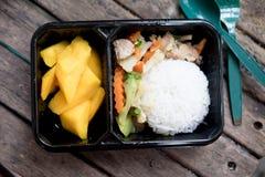 Tajlandzcy lunchu pudełka ryż i owoc Obraz Royalty Free