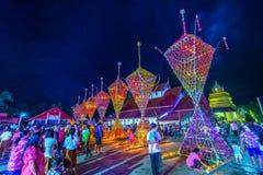 Tajlandzcy northeastern ludzie świętuje Buddyjską religię Obraz Royalty Free