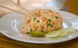Tajlandzcy smażący ryż, tradycyjny jedzenie zdjęcia stock