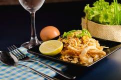 Tajlandzcy smażący ryżowi kluski & x28; Ochraniacz Thai& x29; Obrazy Stock