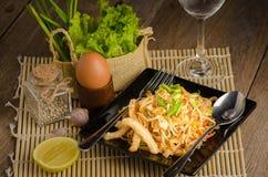 Tajlandzcy smażący ryżowi kluski & x28; Ochraniacz Thai& x29; Zdjęcie Stock