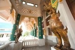 Tajlandzcy sztuka opiekuny dekorowali przy kościół w Wata Pa Phu Kon, Tajlandia zdjęcie royalty free