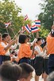 Tajlandzcy ucznie uczestniczy ceremonię 100th aniversary Zdjęcia Royalty Free
