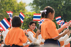 Tajlandzcy ucznie uczestniczy ceremonię 100th aniversary Fotografia Stock