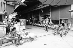 Tajlandzcy Ulicznego rynku sprzedawcy Czarny I Biały zdjęcia stock