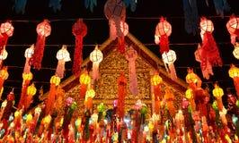 Tajlandzka świątynia i Tajlandzka lampa Fotografia Royalty Free