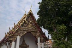 Tajlandzka świątynia z ozdobnym pediment i dachem zdjęcie stock
