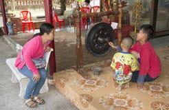 Tajlandzka dziecko sztuka z gongiem Zdjęcie Stock