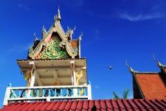 Tajlandzka dzwonnica i niebieskie niebo Zdjęcie Royalty Free