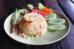 Tajlandzka garnela smażący ryż słuzyć na naczyniu Obrazy Stock