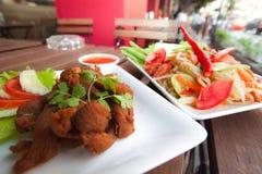 Tajlandzka Karmowa pieczonego kurczaka i melonowa sałatka Obrazy Stock