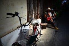 Tajlandzka kobieta i stare kobiety siedzimy i pijemy Zdjęcie Stock