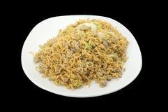 Tajlandzka kuchnia, Azjatycki fertanie smażył kluski z minced warzywem i wieprzowiną fotografia stock