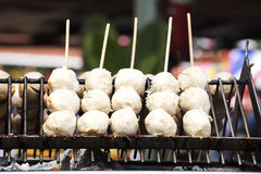 Tajlandzka mięsna piłka z bambusowym kijem Zdjęcia Stock