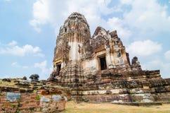 Tajlandzka pagoda przy lopburi, Tajlandia. fotografia royalty free