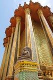 Tajlandzka złota pagodowa Buddyjska świątynia w Bangkok Obrazy Stock