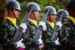 Tajlandzki żołnierz w Królewskim Tajlandzkim Orężnym siła dniu 2014 obraz stock