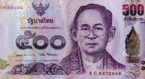 Tajlandzki banknotów 500 skąpanie, Tajlandzki skąpanie z wizerunkiem Tajlandzki królewiątko Bhumibol Adulyadej Zdjęcie Stock