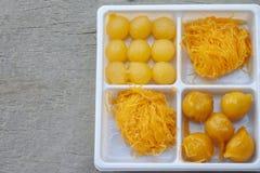 Tajlandzki deserowy pasek Yot, Foi pasek, Spotykający Khanun w białym plastikowym pudełku obraz royalty free