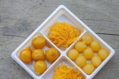 Tajlandzki deserowy pasek Yot, Foi pasek, Spotykający Khanun w białym plastikowym pudełku zdjęcie royalty free