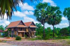Tajlandzki dom na wsi i niebieskie niebo Obrazy Stock