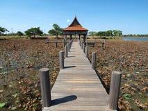Tajlandzki dom z drewnianym mostem Zdjęcie Royalty Free