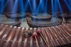 Tajlandzki instrument muzyczny z notatką w tajlandzkim charakterze (Altowy ksylofon) Obrazy Stock