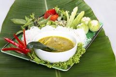 Tajlandzki język jest Kanom Jeen Nam Ya Ryżowi kluski w rybim currym obraz stock