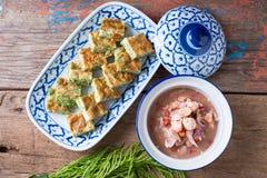 Tajlandzki jedzenie, Akacjowy Pennata Omelette i pasta kumberland, Zdjęcia Stock