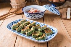 Tajlandzki jedzenie, Akacjowy Pennata Omelette i pasta kumberland, obrazy stock