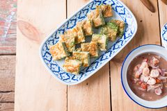 Tajlandzki jedzenie, Akacjowy Pennata Omelette i pasta kumberland, Zdjęcie Royalty Free