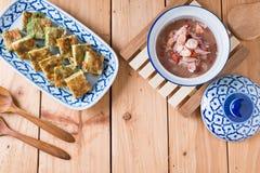 Tajlandzki jedzenie, Akacjowy Pennata Omelette i pasta kumberland, Obraz Stock