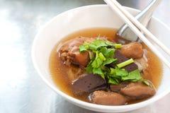 Tajlandzki jedzenie, gorący kurczaka kluski Obraz Stock
