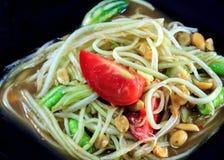Tajlandzki jedzenie melonowa somtum w naczyniu na drewnianym tle lub sałatka Zdjęcie Royalty Free
