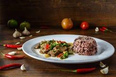 tajlandzki jedzenie na bielu talerzu Obrazy Royalty Free