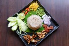 Tajlandzki jedzenie - Rice mieszający z krewetkowym pasty Kao Cluk Ka Pi Zdjęcia Royalty Free