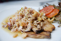 Tajlandzki jedzenie, rybia sałatka z nerkodrzew dokrętką Fotografia Royalty Free