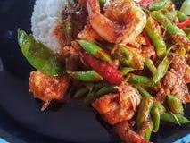 Tajlandzki jedzenie styl wyśmienicie: Fertanie curry'ego korzenna smażąca krewetkowa soczewica Obrazy Stock